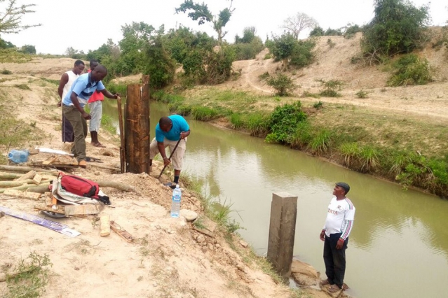 Kenya Water Resources Management Authority workers build a water quality monitoring station on the Mwache River. Photo courtesy of the Mwache Dam Project